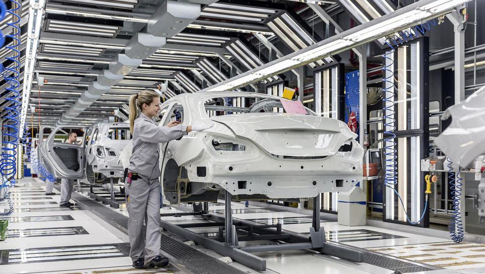 Dieselgate bo zarezal v dobiček Daimlerja