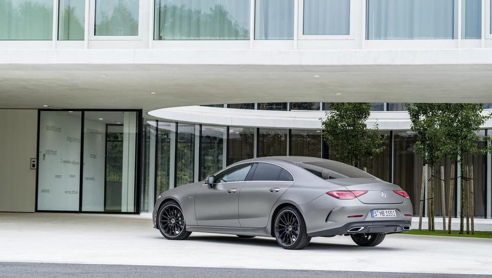 Mercedesov postavljalec trendov še pred razkritjem poziral v Sloveniji