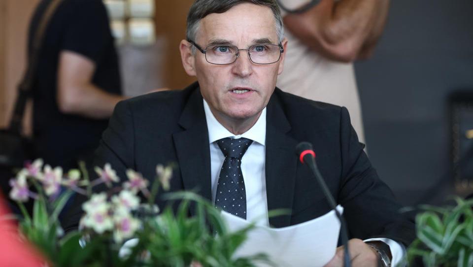Kandidat za finančnega ministra A. Bertoncelj: Potrebujemo celovito davčno reformo!