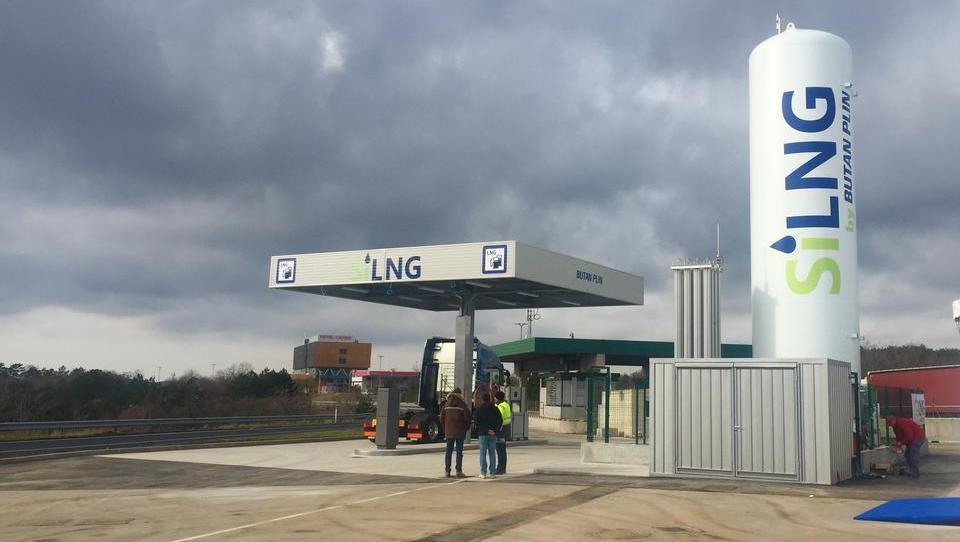 Alternativa dizlu: prva plinska polnilnica za tovornjake, z letom 2019 prihajajo tudi subvencije za vozila