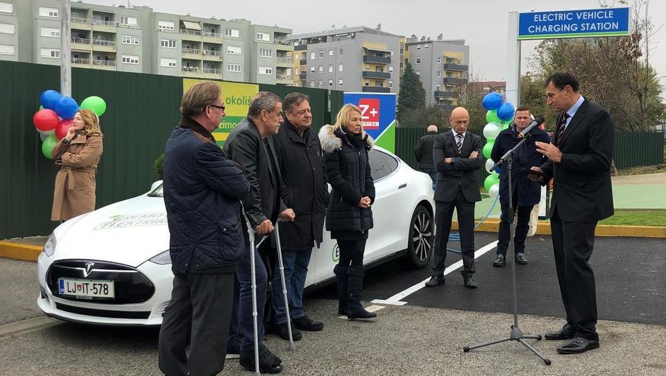 Elektro Ljubljana postavil svojo prvo e-polnilnico na Hrvaškem