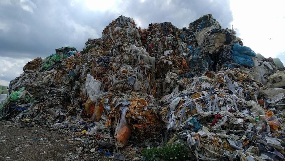Z novo sežigalnico bi spodbujali kopičenje odpadkov, trdi Greenpeace