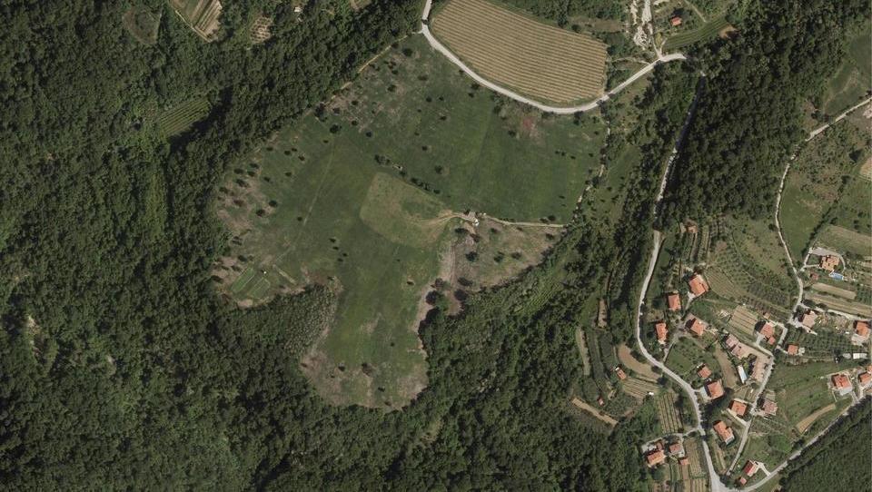 Občina Koper gre v ekosocialno kmetijo s sadovnjakom in rastlinjakom