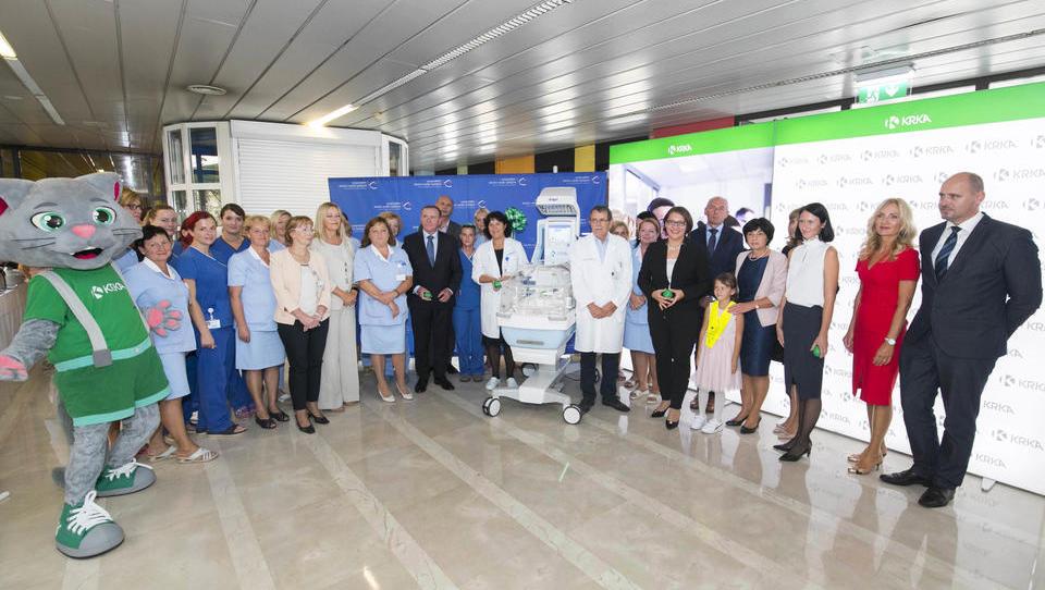 Krka je porodnišnici Ljubljana podarila 40 tisoč evrov vreden inkubator za nedonošenčke