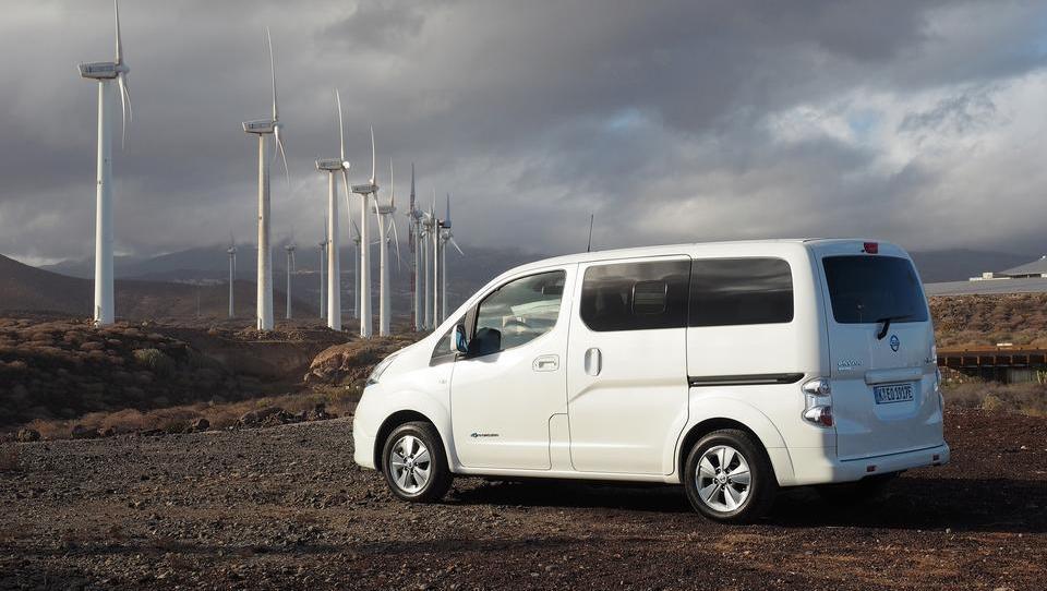 Nissanov električni eksot, ki lahko prepelje 4,2 kubičnega metra tovora ali sedem potnikov