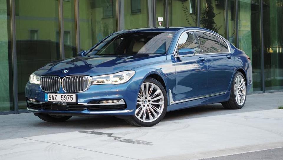 BMW M760Li xDrive: v objemu superlimuzine za 277 tisočakov
