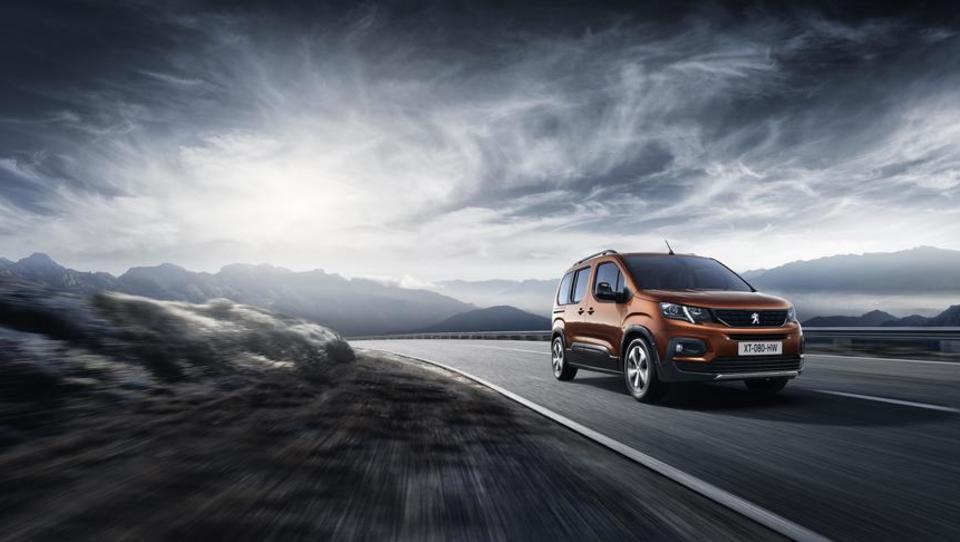 Peugeot zapeljal v svojo smer in se poslovil od partnerja