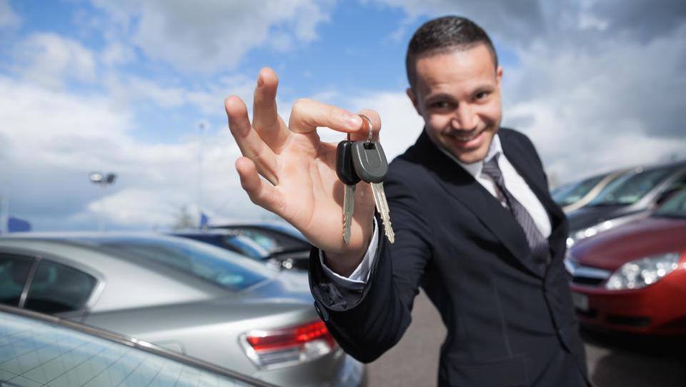 Kako kupiti luksuzni avto za polovično ceno