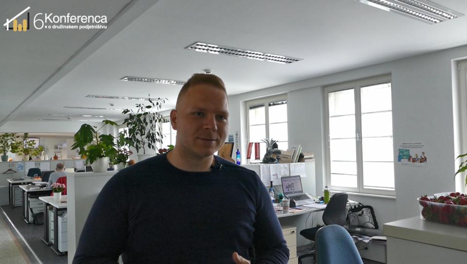 (video) Tadej Grm z bratom po podjetjih dostavlja sadje - poslovni model, ki uspeva
