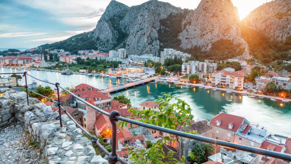 Dražbe od Istre do Dalmacije: 21 apartmajev in hiš, ki jih lahko do jeseni kupite na dražbah