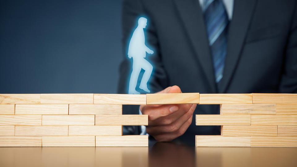 Kako omejiti velika poslovna tveganja malih podjetij?