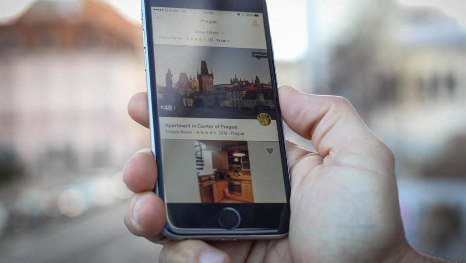 Oddajate stanovanje na črno prek Airbnbja? Toliko boste plačali, če vas ujamejo
