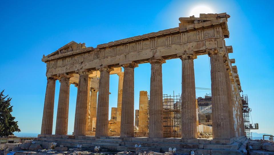 Območje evra odobrilo 5,7 milijarde evrov pomoči za Grčijo