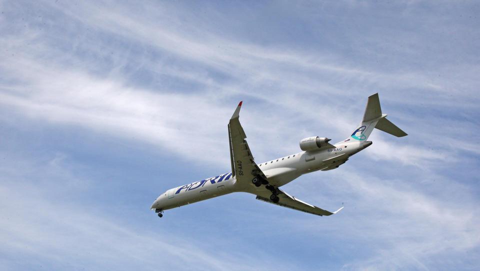 Transportna statistika: povsod kaže navzgor, pri Adrii Airways...