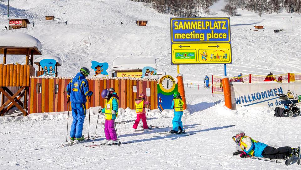 Avstrijci mrzlično iščejo turistične delavce – plača do 1.800 evrov neto