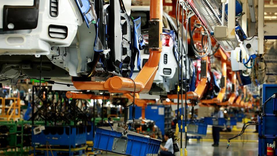 Trump z dodatnimi carinami zdaj žuga avtomobilski industriji