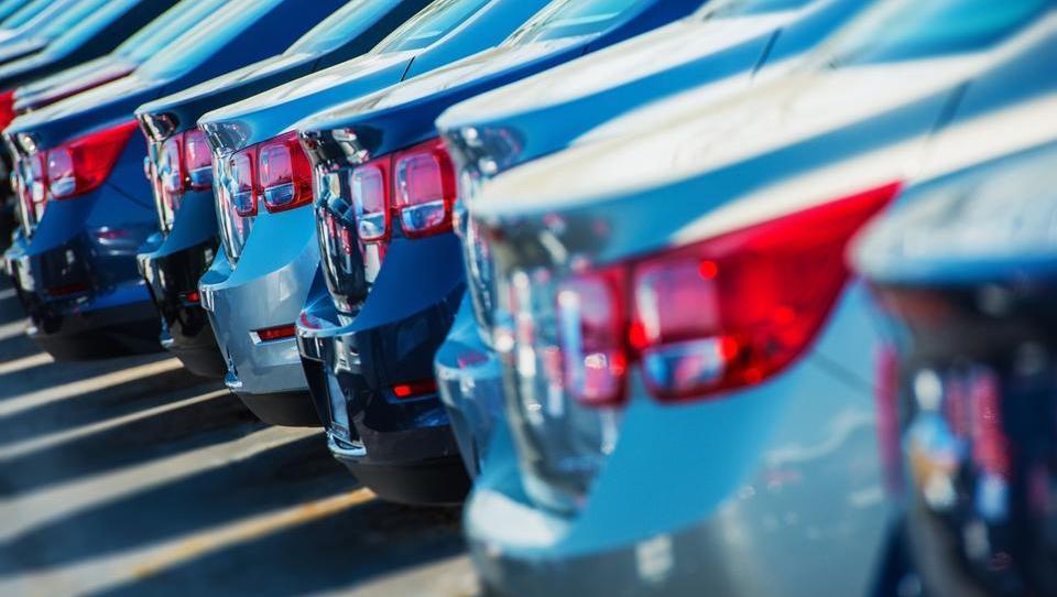 Zakaj je bila septembra prodaja novih avtov največja v V. Britaniji - čeprav je strmoglavila