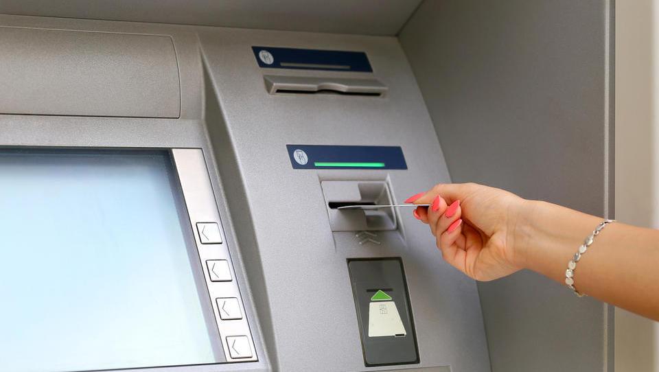 Konverzija na bankomatih je navaden nateg! Čas, da ukrepa EU
