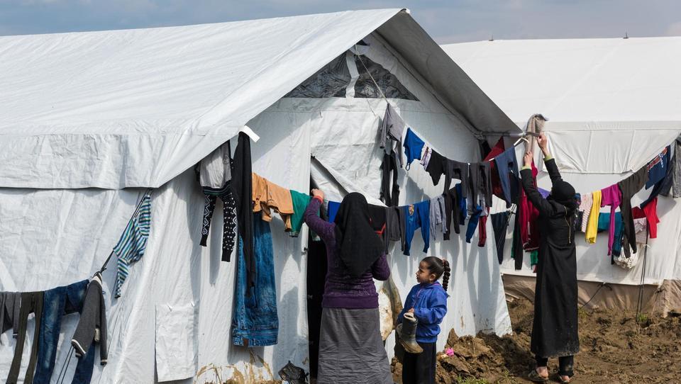 Kriki na pomoč z grških otokov