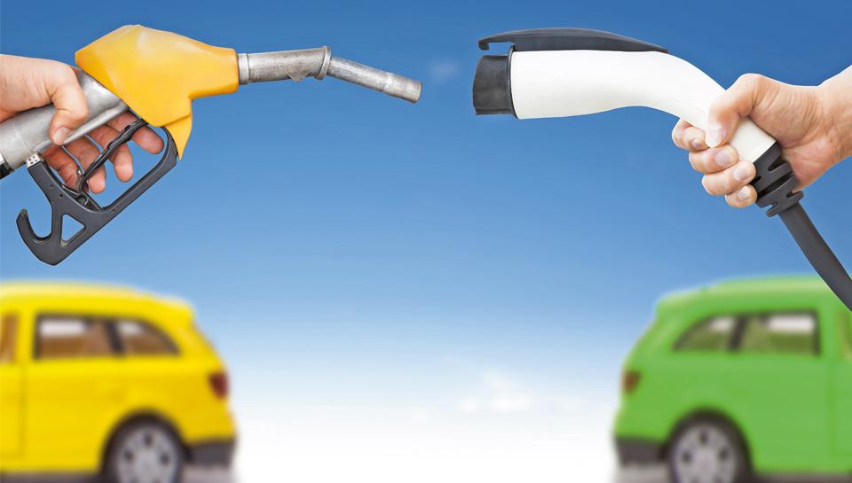 Kdaj se splača električni službeni avto – primerjava dizelske octavie z nissanom leafom in renaultom zoejem