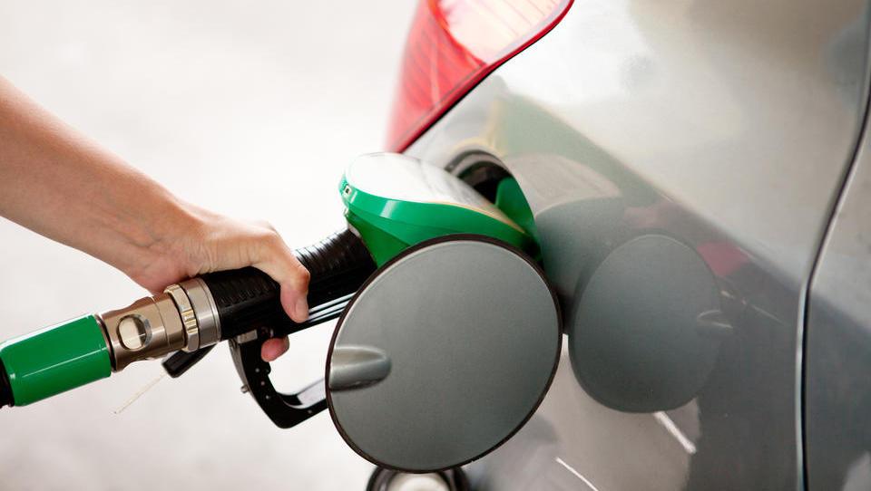 IEA: Svetovna ponudba nafte se vse bolj približuje zgornji meji
