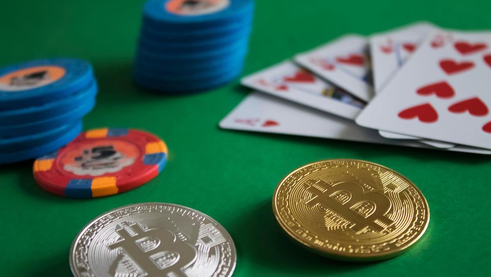 Pokeraši niso obdavčeni, kriptobiznis je!