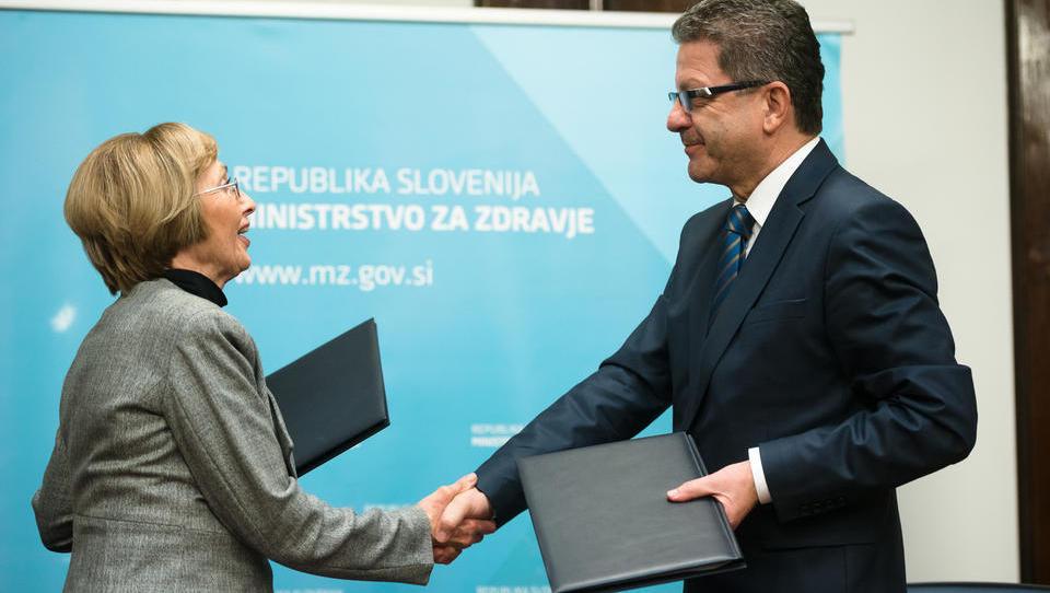 Kolarjeva in Kuštrin podpisala sporazum za zdravnike, primimo se za denarnice