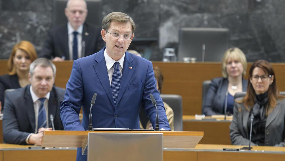 Vlada Mira Cerarja vseeno podaljšala omejitev zaposlovanja Hrvatov še do 2020