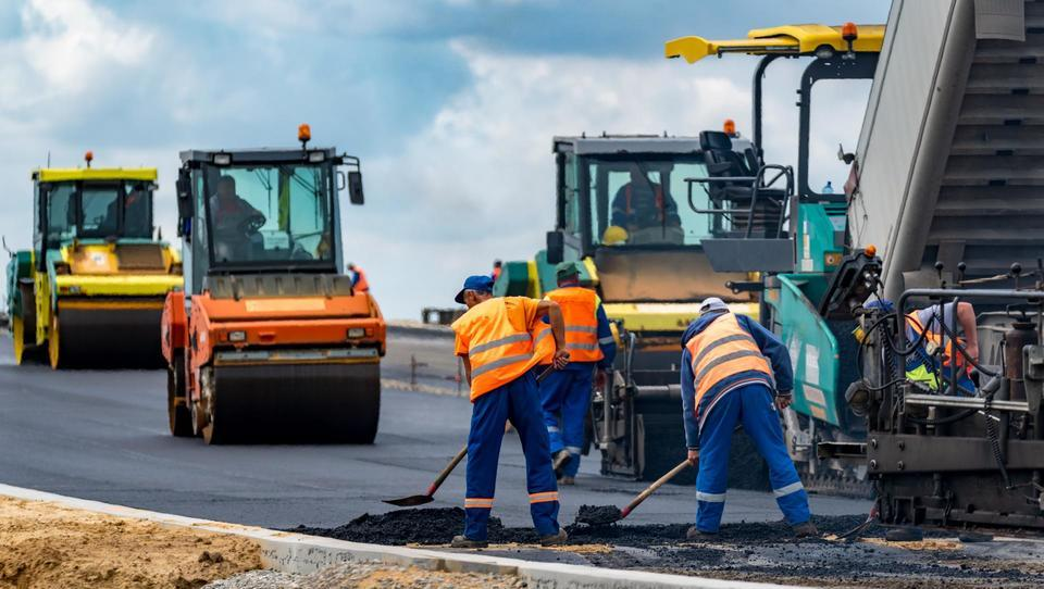 Poenotenje tehničnih specifikacij le za gradnjo cestne in železniške infrastrukture