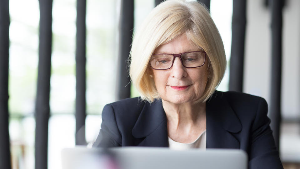 Podaljšana spodbuda za zaposlovanje starejših