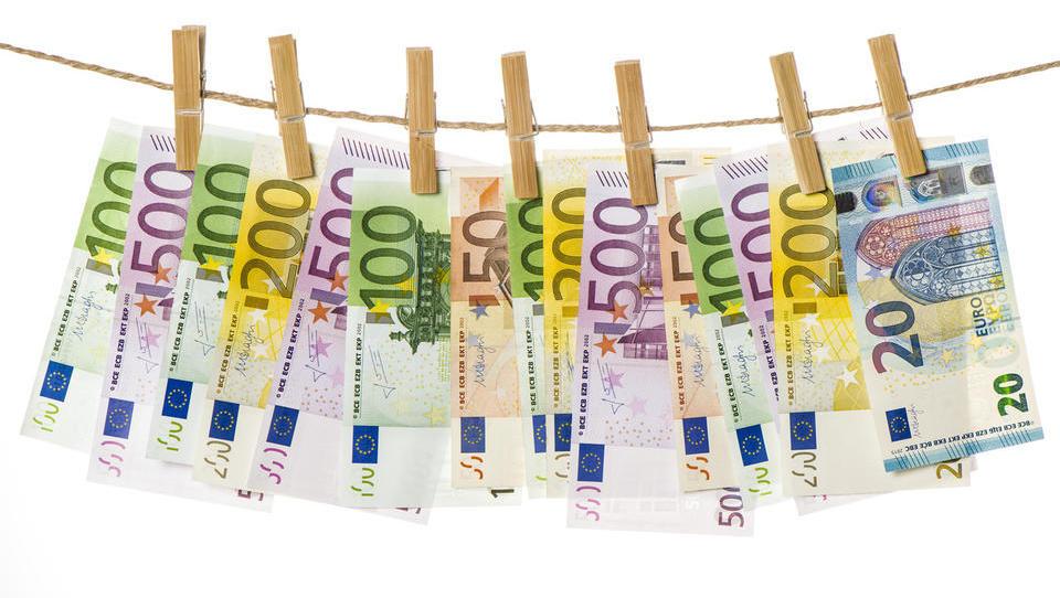 Hitri pregled tedna: Avstrijci bi nižali socialne transferje za tujce, Makedonci in Črnogorci pa nudijo spodbude za podjetja