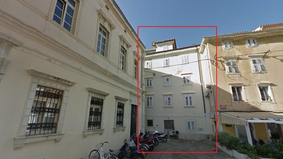 To je hiša v Piranu, za katero se je steplo 26 dražiteljev in ceno poslalo v nebo