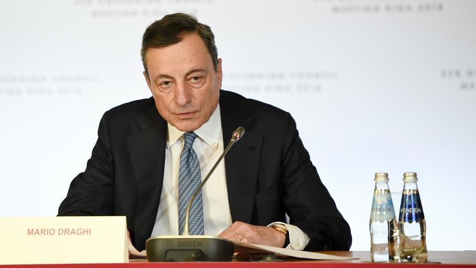 Šef ECB Draghi sporoča: Konec tiskanja denarja še letos