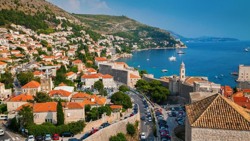 Turizem in domač porabnik poganjata hrvaško gospodarsko rast