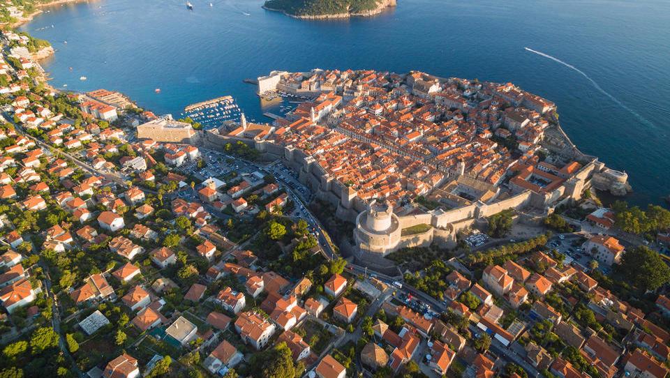 Hrvaške nepremičnine: Zagreb več kot 30 odstotkov cenejši od Ljubljane, Dubrovnik podira rekorde