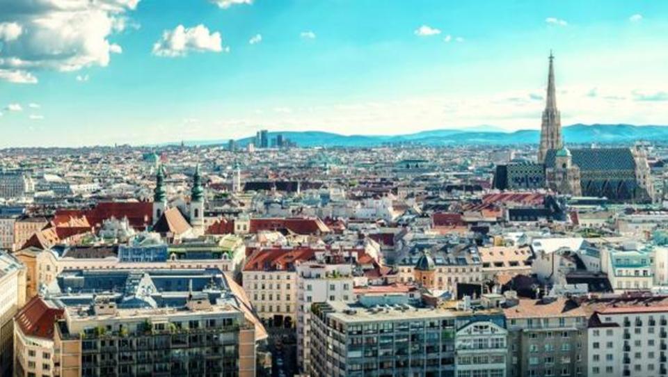 Hitri pregled tedna: Avstrijski nepremičninski trg rekordno, nov zasuk v makedonski politični krizi