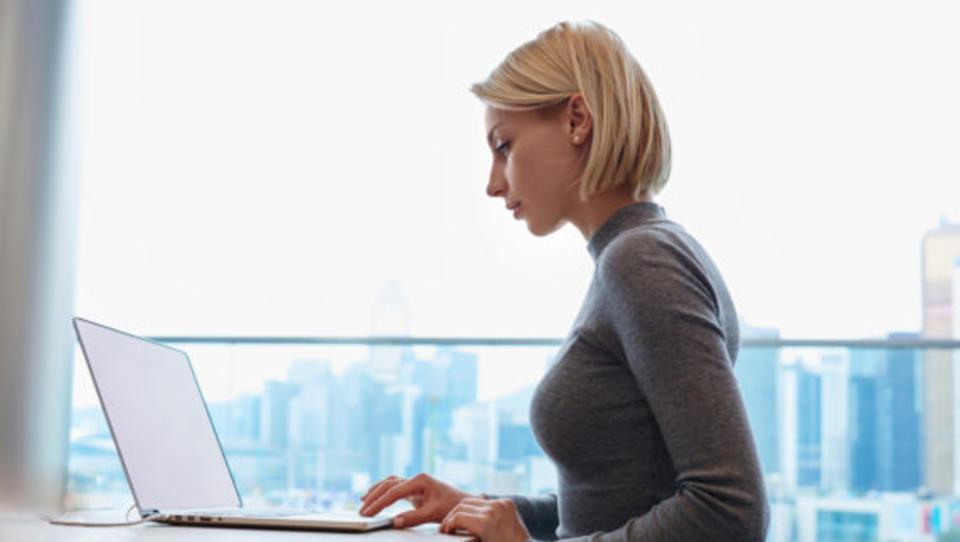 Tudi delo v knjižnici, lokalu ali prostorih za coworking je 'delo od doma'