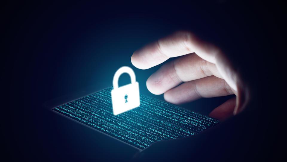 Vlada potrdila novi zakon o varstvu osebnih podatkov; kaj prinaša za podjetja