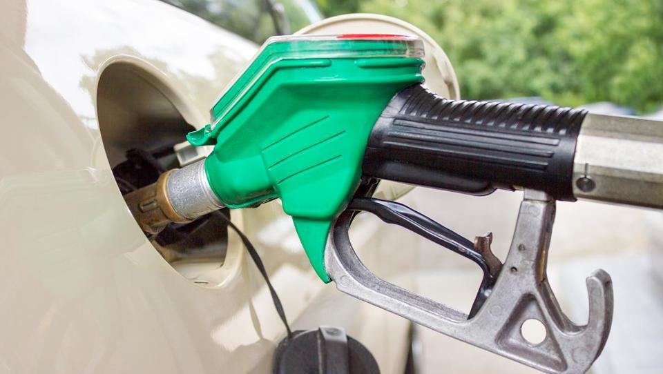 Se bo v torek gorivo podražilo še tretjič zapored?