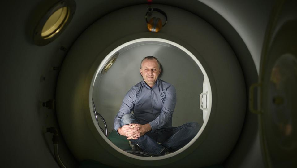 (intervju) Verjamem, da se slovenski zdravnik nekoč le želi vrniti domov z novim znanjem in širokimi obzorji