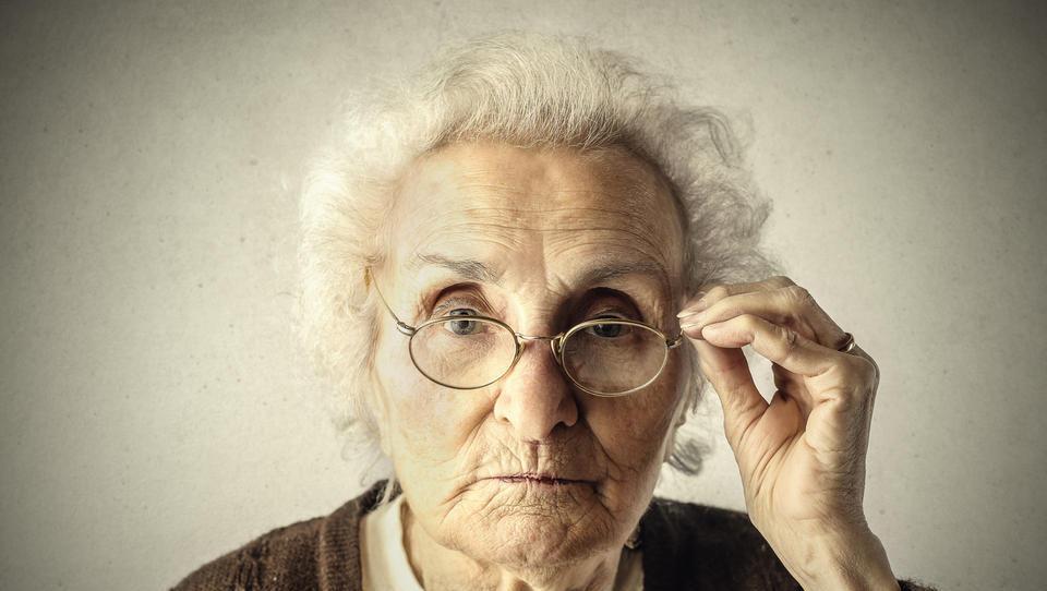 (psihologija denarja) Bi babico obiskali večkrat, če bi vam plačala 50 evrov za obisk?