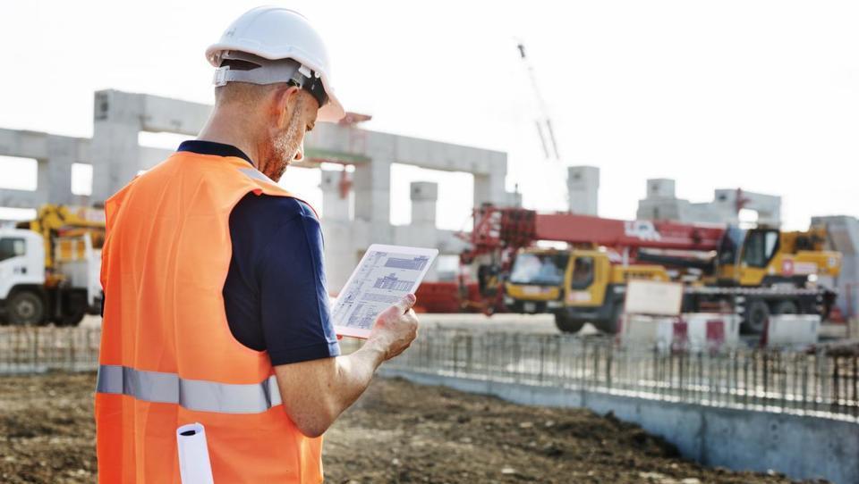 Vrednost opravljenih gradbenih del v prvih treh četrtletjih na letni...