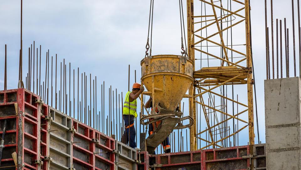Stroški za nova stanovanja na letni ravni višji za dobre štiri odstotke