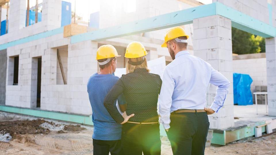 Največ bodo do konca leta zaposlovali v gradbeništvu in logistiki