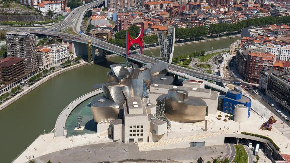 Guggenheim – muzej, ki je iz neuglednega mesta naredil svetovno turistično meko