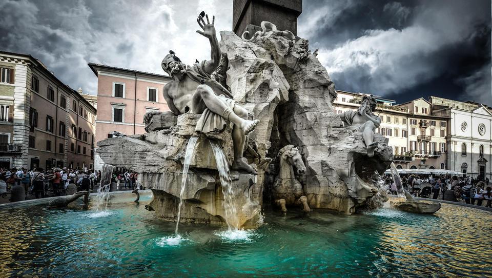 Kriza v Italiji peljala v razprodajo na trgih