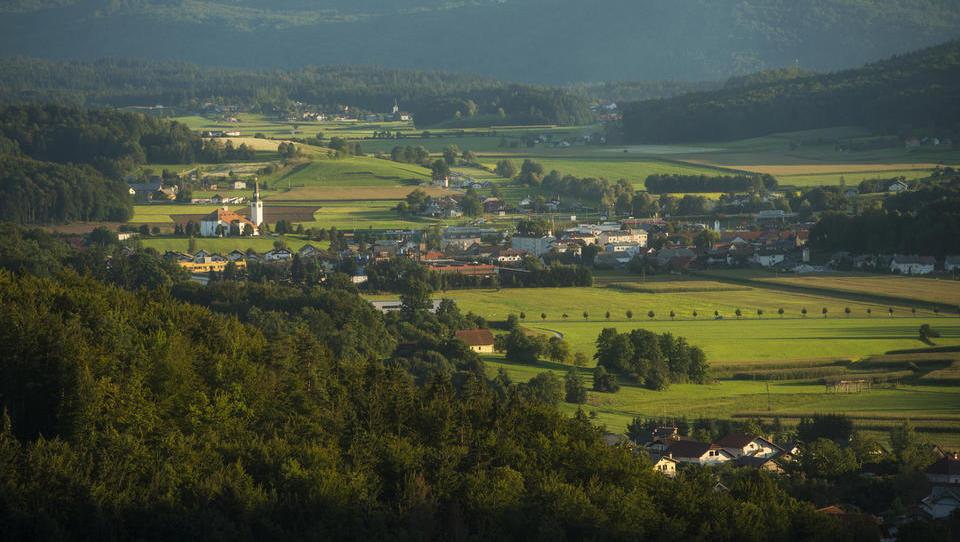 Okolica Ljubljane: kako rastejo cene nepremičnin v Kamniku, Domžalah, Logatcu, na Škofljici ...