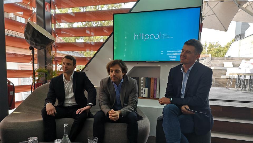 Httpool postal regijski komercialni zastopnik za Facebook