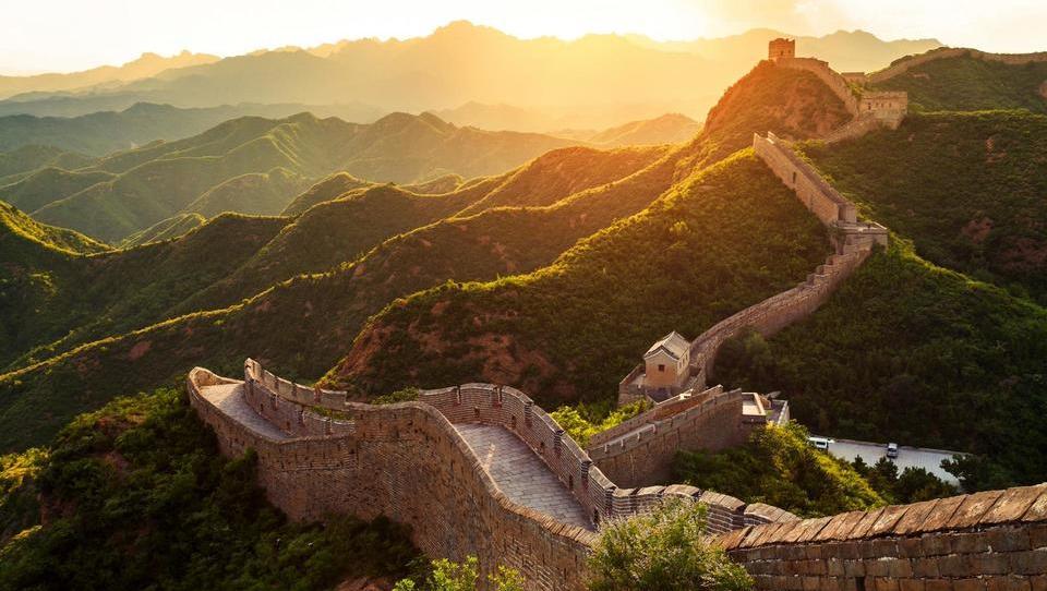 Kitajska raste nad pričakovanji in se odpira