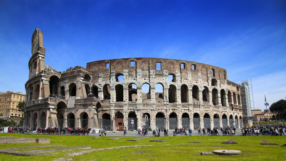 Volilna udeležba v Italiji do opoldneva 19-odstotna